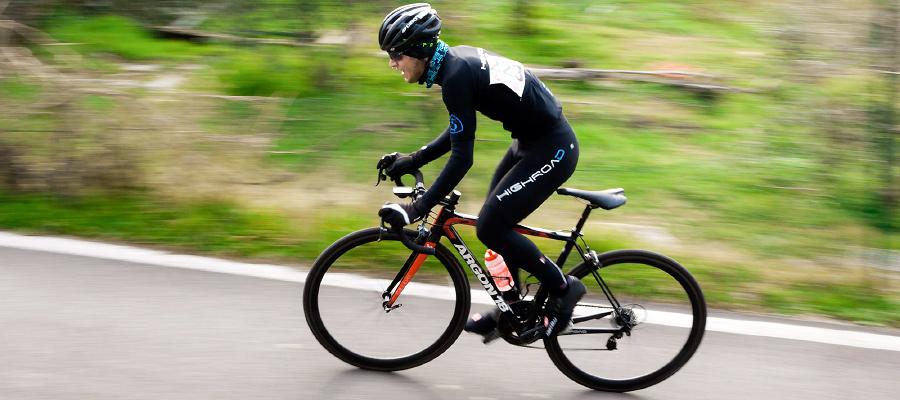 Billede af cykelrytter på racercykel