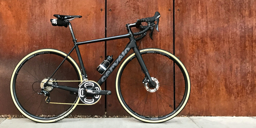 Billed af racercykel med flotte cykeldæk